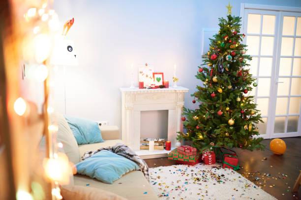 abschluss der weihnachtsfeier - shabby deko stock-fotos und bilder