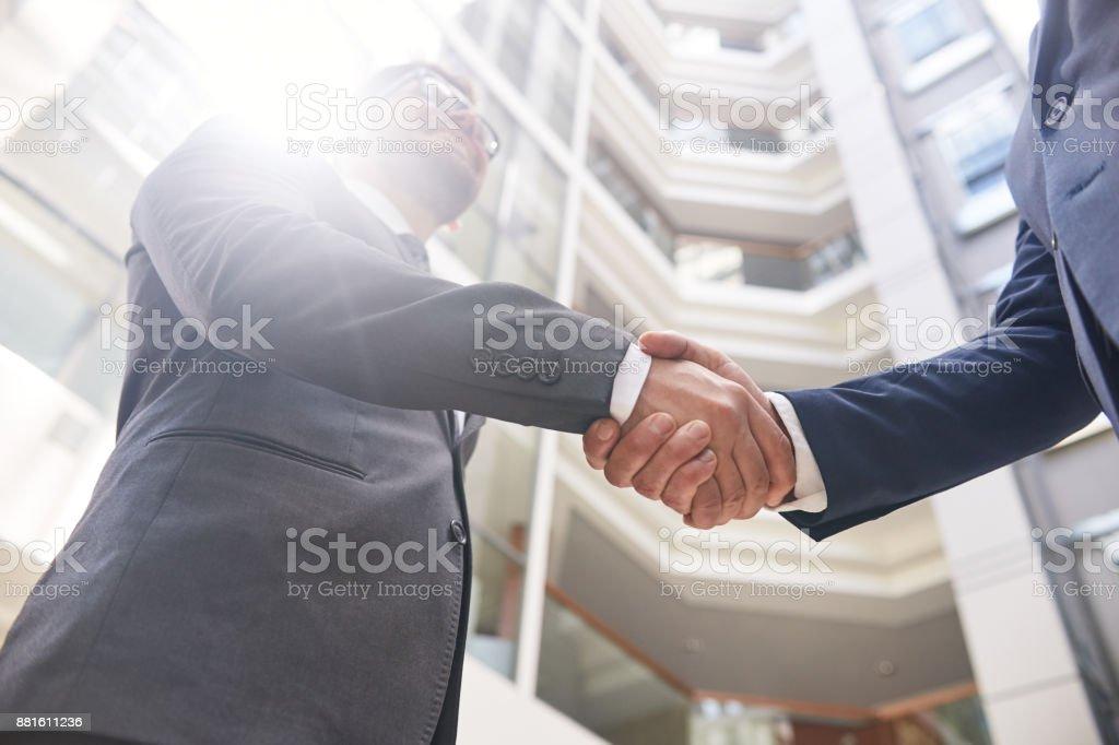 Abschluss der erfolgreichen Verhandlungen – Foto
