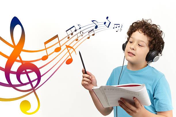 compositor criança - desenhos de notas musicais - fotografias e filmes do acervo