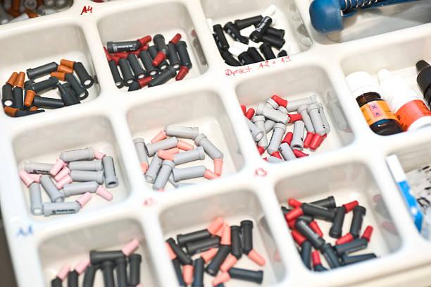 composit-zahntechnischer bedarf - inlay zahn stock-fotos und bilder