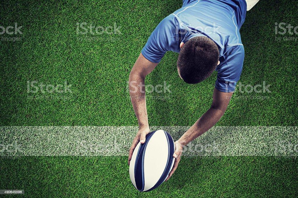 image Composite du joueur de rugby située devant avec le ballon - Photo