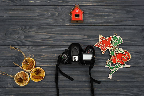 composition and photocamera sight top on wooden table - weihnachten videos stock-fotos und bilder