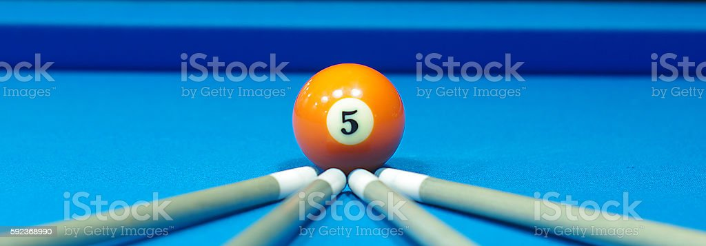composition of pool balls number 5 - foto de acervo
