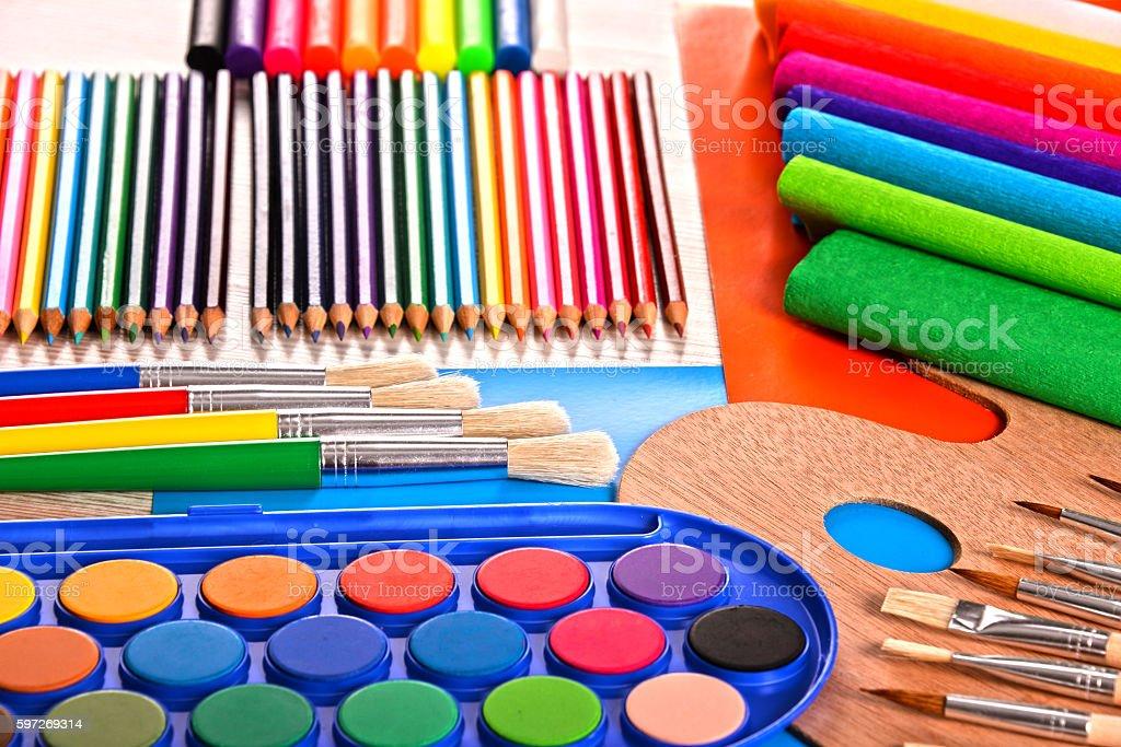 Composition avec des accessoires d'école de peinture et dessin  photo libre de droits