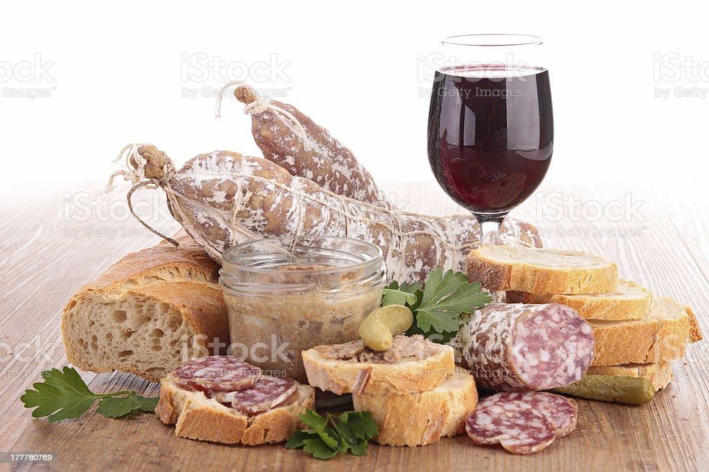 Composición del vino, pate y salchichas - Foto de stock de Alimento libre de derechos
