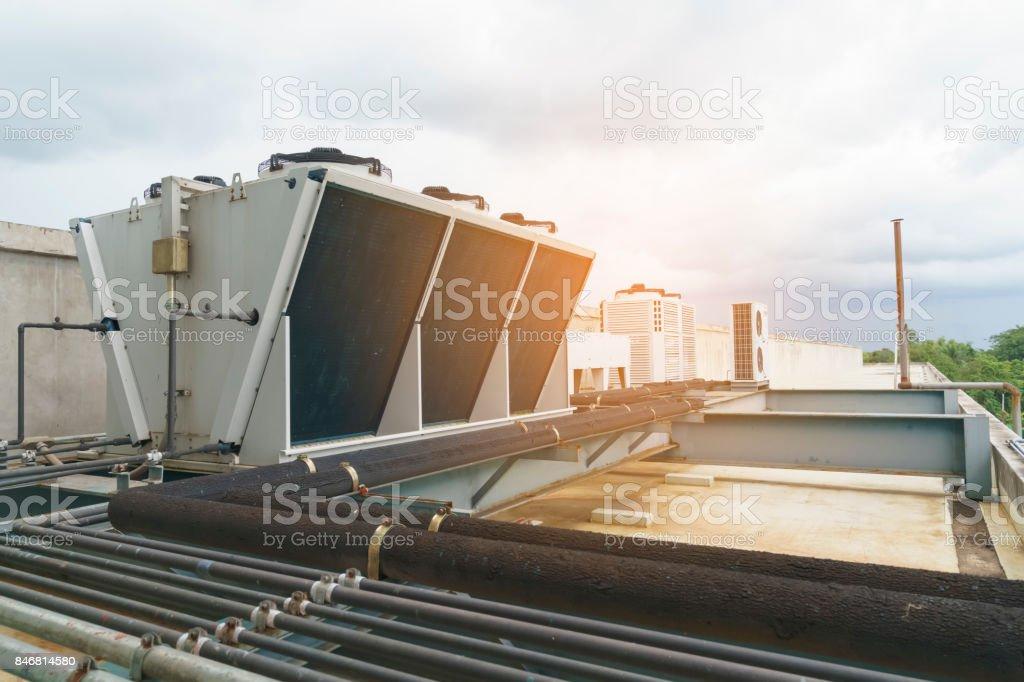 Compresseur - au sommet de l'édifice, les systèmes de refroidissement - Photo