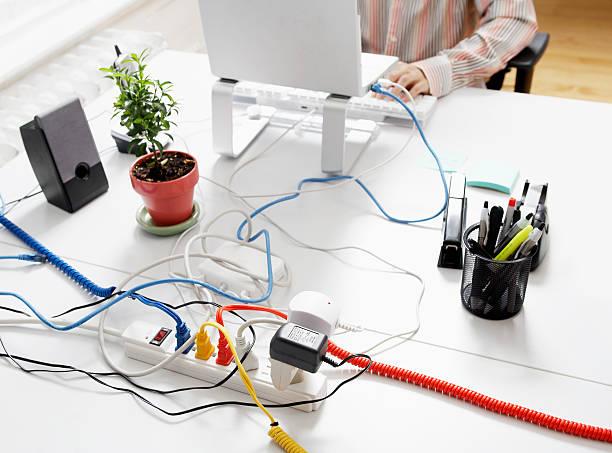 ordinateur câbles à rallonge - rallonge électrique photos et images de collection