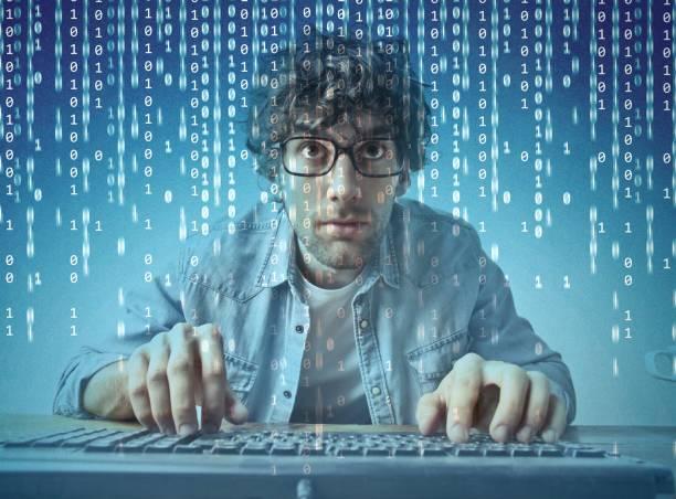 computer geek - kinder die schnell arbeiten stock-fotos und bilder