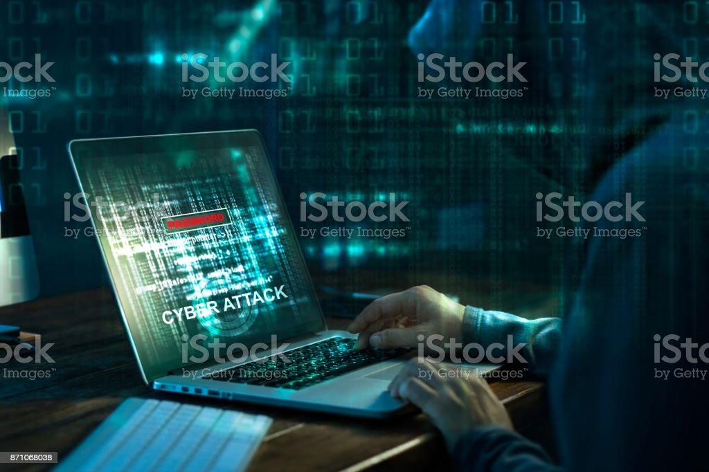 Fotografía de Hacker De Computadora Crimen De Internet Trabajando En ...