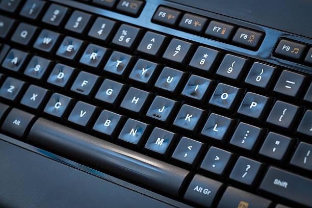 computer tastatur hintergrund. - scyther5 stock-fotos und bilder