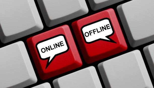 Computer-Tastatur mit Luftballons Online oder Offline – Foto