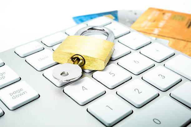 コンピュータのキーパッド、クレジット車およびロック - id盗難 ストックフォトと画像