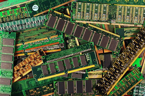 computer-speicher-module als hintergrund. simm-sdram dimm ddr-chips - mondlandefähre stock-fotos und bilder