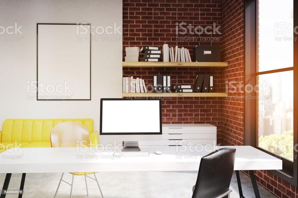 Computermonitor Im Buro Mit Sofa Getont Stockfoto Und Mehr Bilder Von Buro Istock