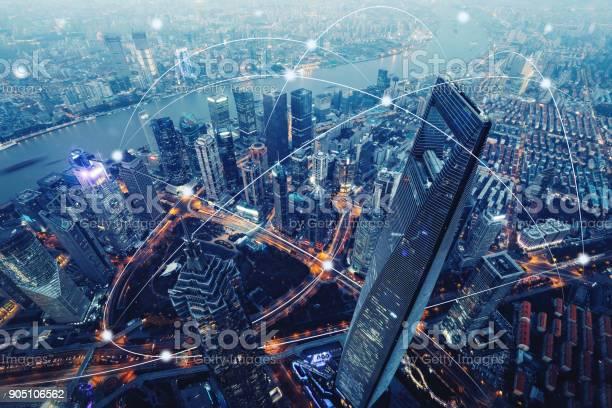 Computer Netzwerk Verbindung Moderne Stadt Zukunftstechnologie Stockfoto und mehr Bilder von Abstrakt