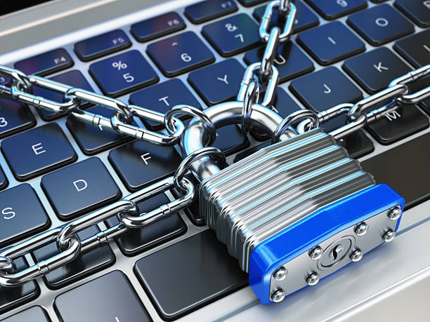 conceito de segurança de computador ou segurança. um teclado de laptop com trava - computador cadeado - fotografias e filmes do acervo