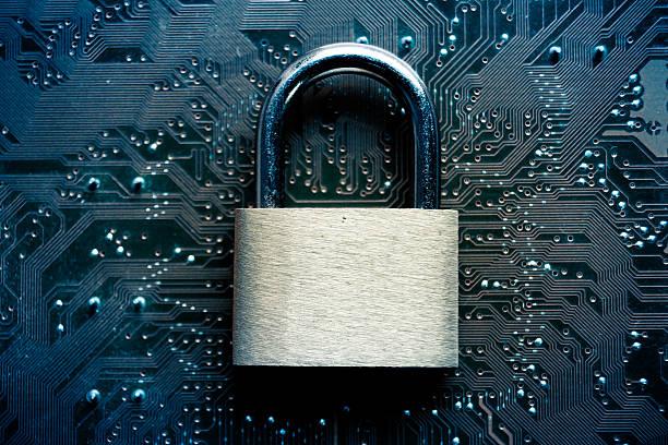 computador de segurança - computador cadeado - fotografias e filmes do acervo