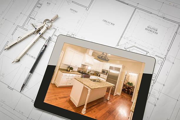 tablet computer zeigen ist küche auf haus pläne, bleistift, - küche neu gestalten ideen stock-fotos und bilder