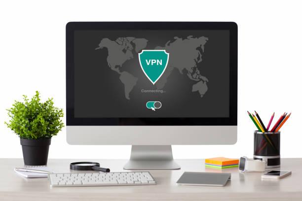 dator med appen vpn-skapande internet protokoll skyddsnätverk - vpn bildbanksfoton och bilder