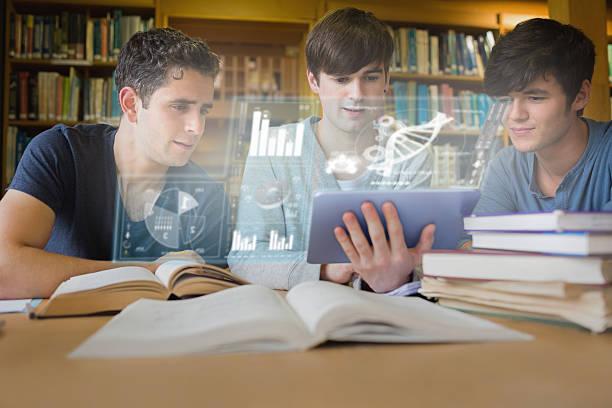 konzentriert junge männer studieren medizin mit futuristischen schnittstelle - tageslichtbeamer stock-fotos und bilder