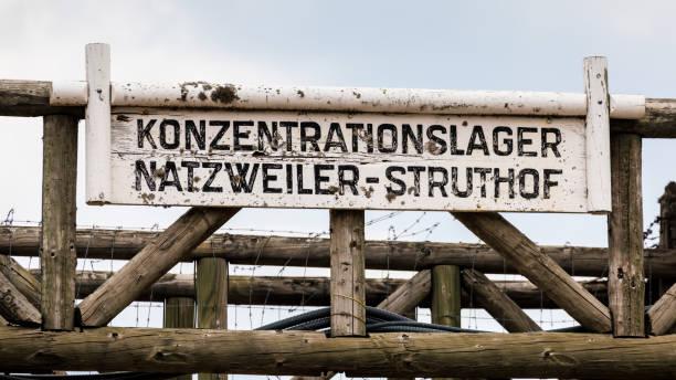 kz natzweiler struthof: eingangsbereich - andreas haas stock-fotos und bilder