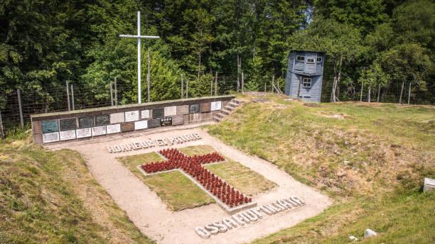 konzentrationslager natzweiler struthof: das denkmal - andreas haas stock-fotos und bilder