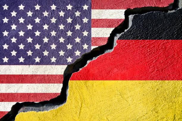 konzept-american und deutschland flagge auf rissige hintergrund - deutschland usa stock-fotos und bilder