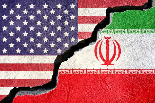 konzept-american und iran flagge auf rissige hintergrund - iranische stock-fotos und bilder