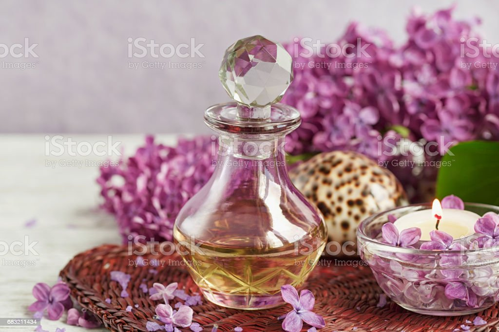 SPA concept: composition of spa treatment with natural sea salt,  aromatic oil and lilac flowers Lizenzfreies stock-foto
