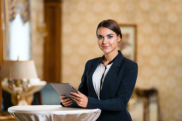 konzept für geschäftsfrau in teure hotel - weibliche führungskraft stock-fotos und bilder