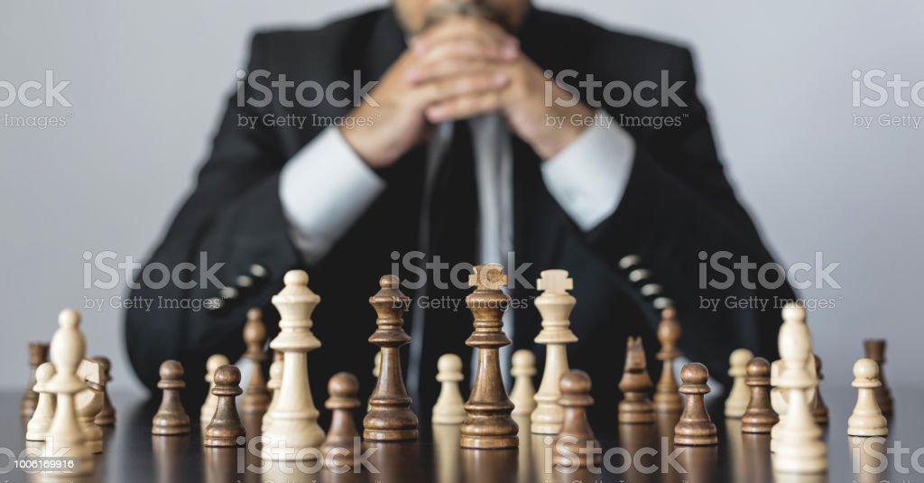 Konzept zur Herausforderung und Vielfalt mit Schachfiguren – Foto