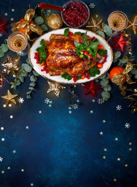 Konzept von Weihnachten oder Neujahr Abendessen mit gebratenem Huhn und verschiedene Gemüsegerichte. – Foto