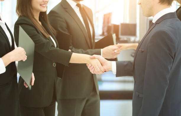 concept of cooperation.handshakes when meeting business partners - político - fotografias e filmes do acervo