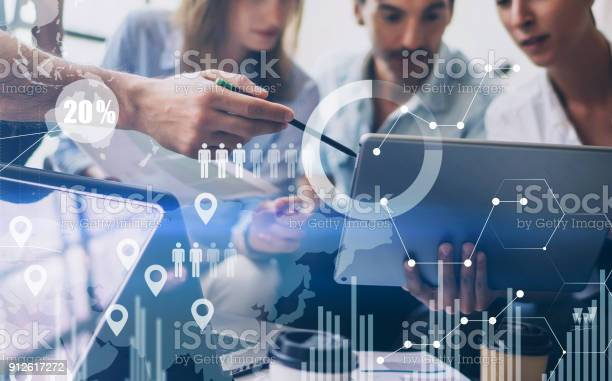 Concept Of Digital Diagramgraph Interfacesvirtual Screenconnections Icon On Blurred Backgroundcoworking Team Meeting — стоковые фотографии и другие картинки Анализировать
