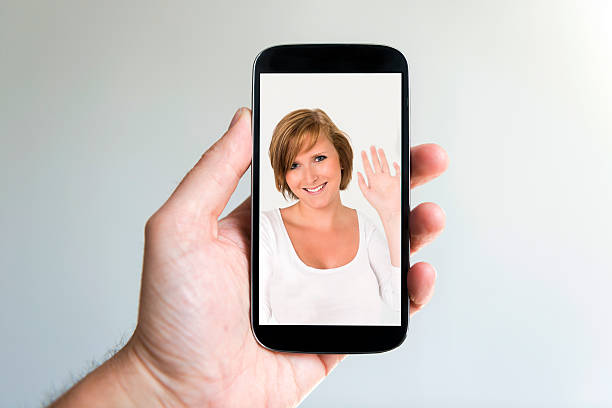 concept de sur facetime sur un smartphone - facetime photos et images de collection