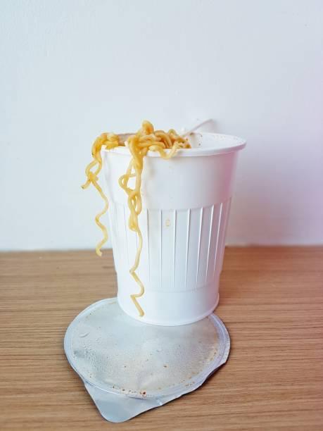 concept de nourriture instantanée - icône de ligne photos et images de collection
