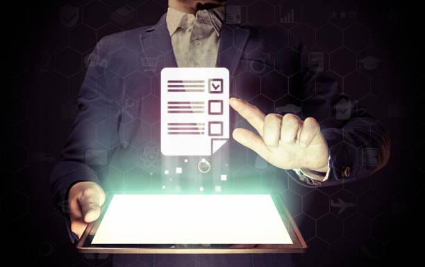 concept of online testing - feedback icon imagens e fotografias de stock