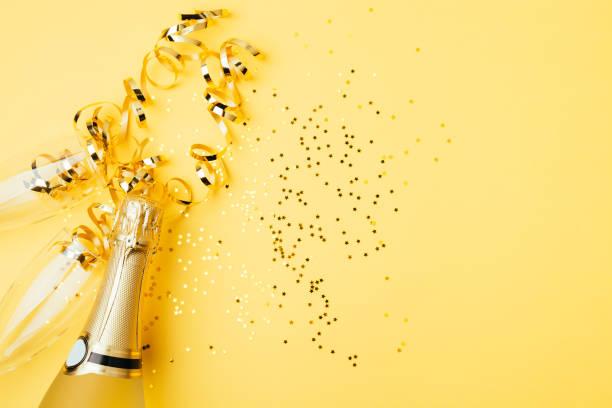 Konzept der Party mit Champagner auf gelbem Hintergrund – Foto
