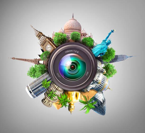 concept de la photographie. attractions les plus populaires du monde avec palmiers et autres arbres derrière la lentille de la caméra sur fond bleu. concept de voyage. recreation. - camera sculpture photos et images de collection