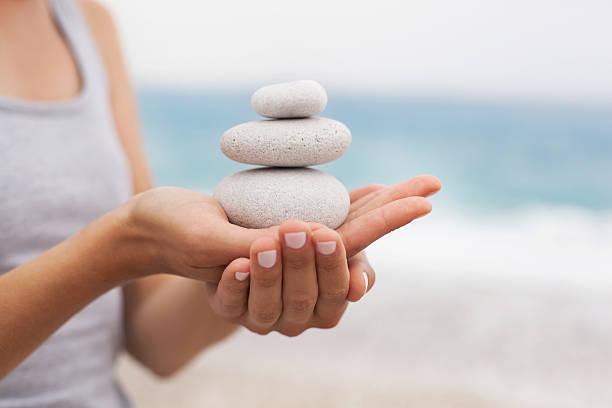 konzept der entspannung und balance - gleichgewicht stock-fotos und bilder