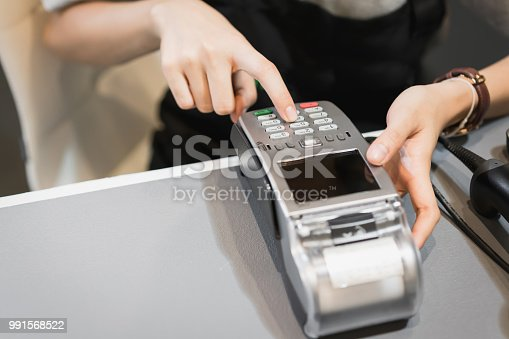 914593772istockphoto Concept of technology in buying without using cash. Close up of hand use credit card swiping machine to pay. 991568522