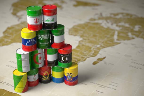opec-konzept. barrel erdöl in der farbe der flaggen der länder mitglieder der opec auf welt politische karte hintergrund. - opec stock-fotos und bilder