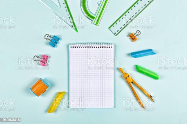 Foto de Conceito Schoo Conceito Ainda De Vida Minimalismo Negócios Planejamento Ou Educação e mais fotos de stock de Agenda