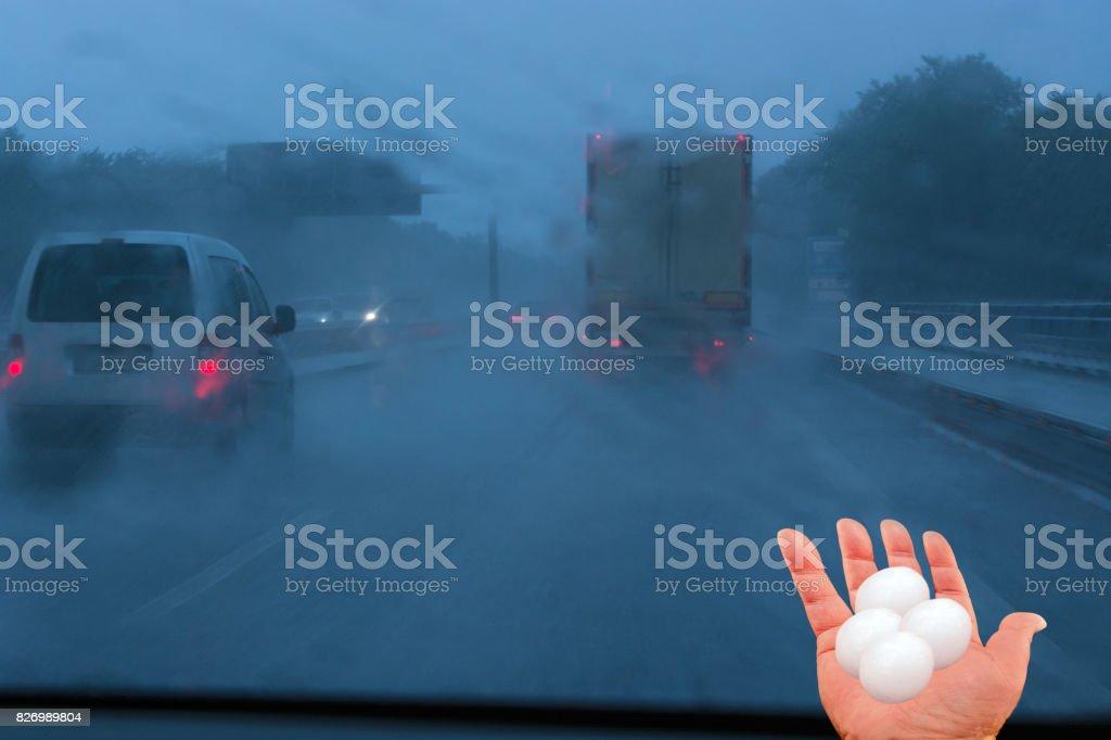 Concepto tormenta pobres las condiciones de conducción. - foto de stock