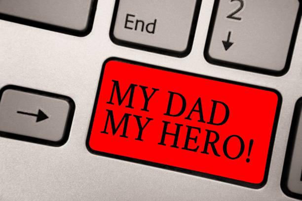 konzeptionelle handschrift, zeigt mein vater mein held. business foto text bewunderung für ihren vater liebe gefühle emotionen kompliment grau silber tastatur mit roter farbe schwarz schaltflächentexte. - papa zitate stock-fotos und bilder