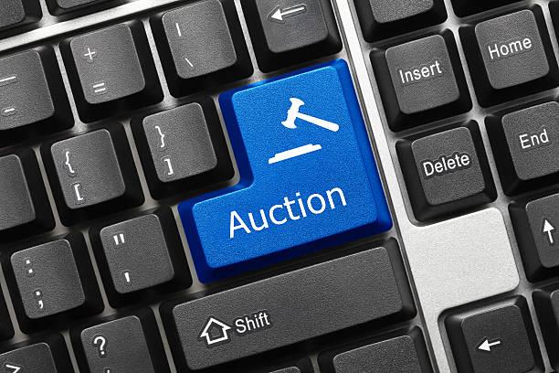 Konzeptionelle Tastatur-Auktion (blue key – Foto