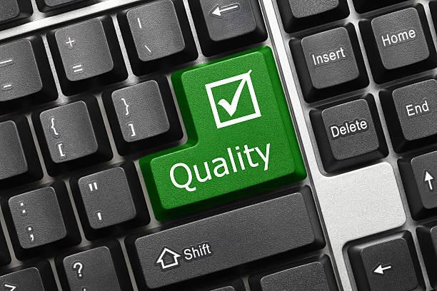 Konzeptionelle Tastatur-Qualität (green key) – Foto