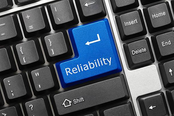 konzeptionelle tastatur-zuverlässigkeit (blue key - reliability stock-fotos und bilder