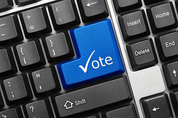 Konzeptionelle Tastatur-Abstimmung (Blaue Taste mit-symbol) – Foto
