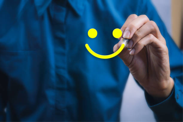 conceptual the customer responded to the survey. the client using digital pen white happy face smile icon. depicts that customer is very satisfied. service experience and satisfaction concept. - fedeltà foto e immagini stock